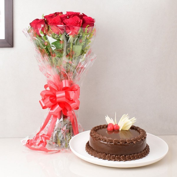 Round Chocolate Cake with Roses Bouquet