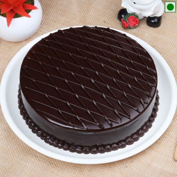 Half Kg Eggless Truffle Cake
