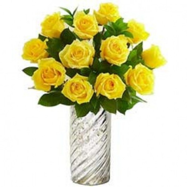 10 Yellow Roses in a Glass Vase