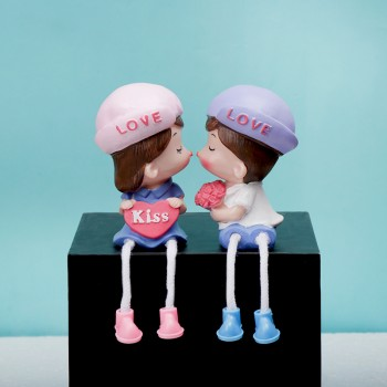 Kissing Couple Doll Set