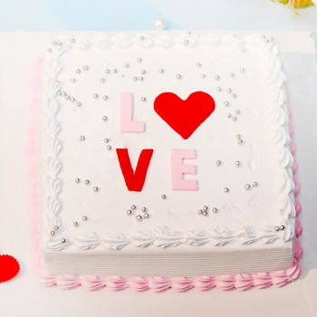 Half Kg Love Theme Vanilla Cream Cake