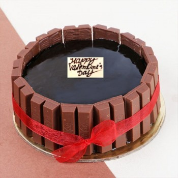Half Kg Chocolate Kitkat Cake for Valentines Day