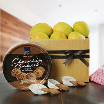 A Pack of 1.5 Kg Mangoes and Sapphire Chocochip Cookies